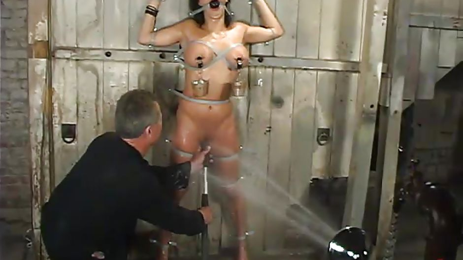 wet ass Brunette otngagged