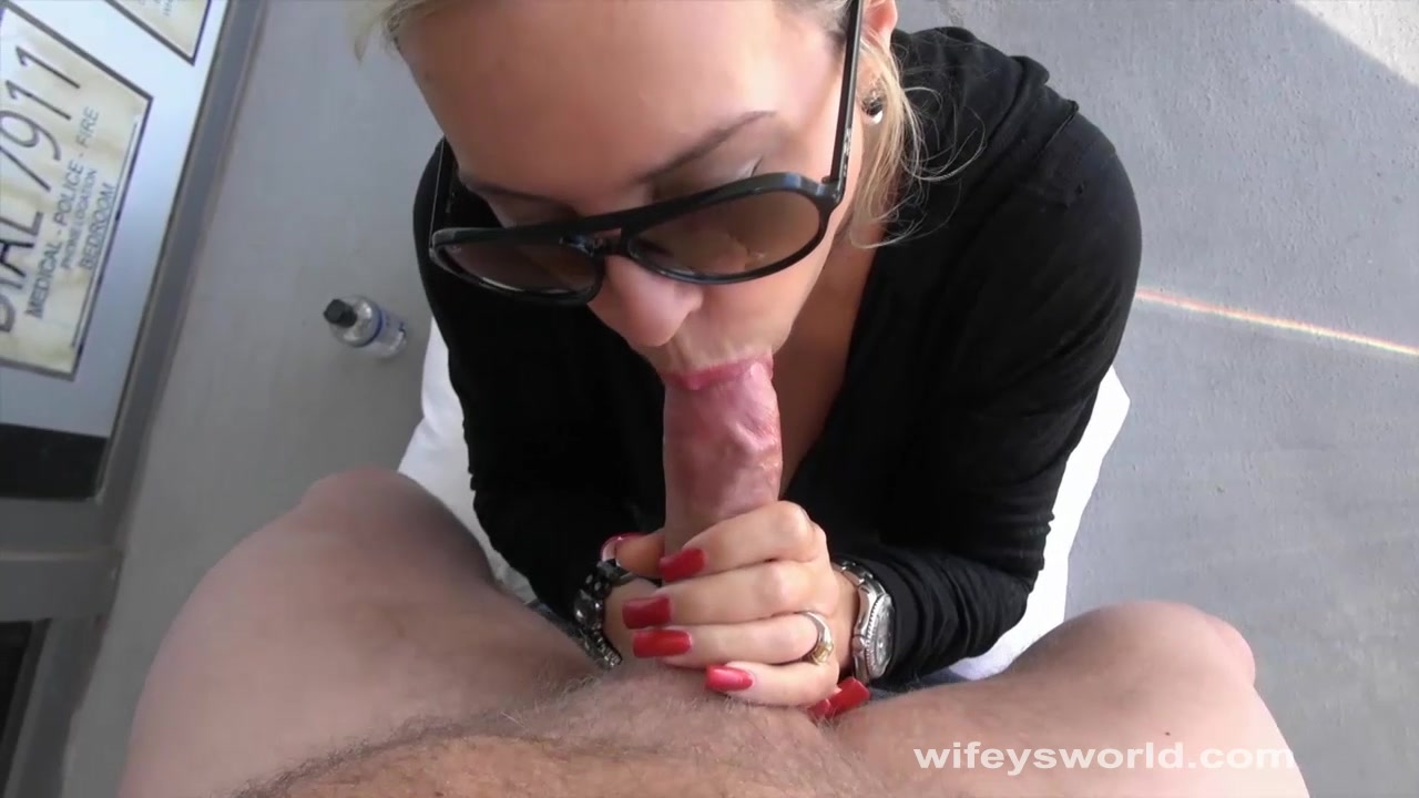 Fishnet double blowjob shared missionary