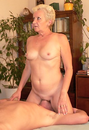 Swingers model first time lesbo