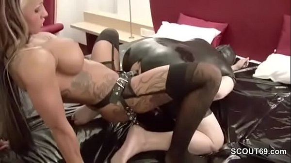 amateur strapon Pee first time