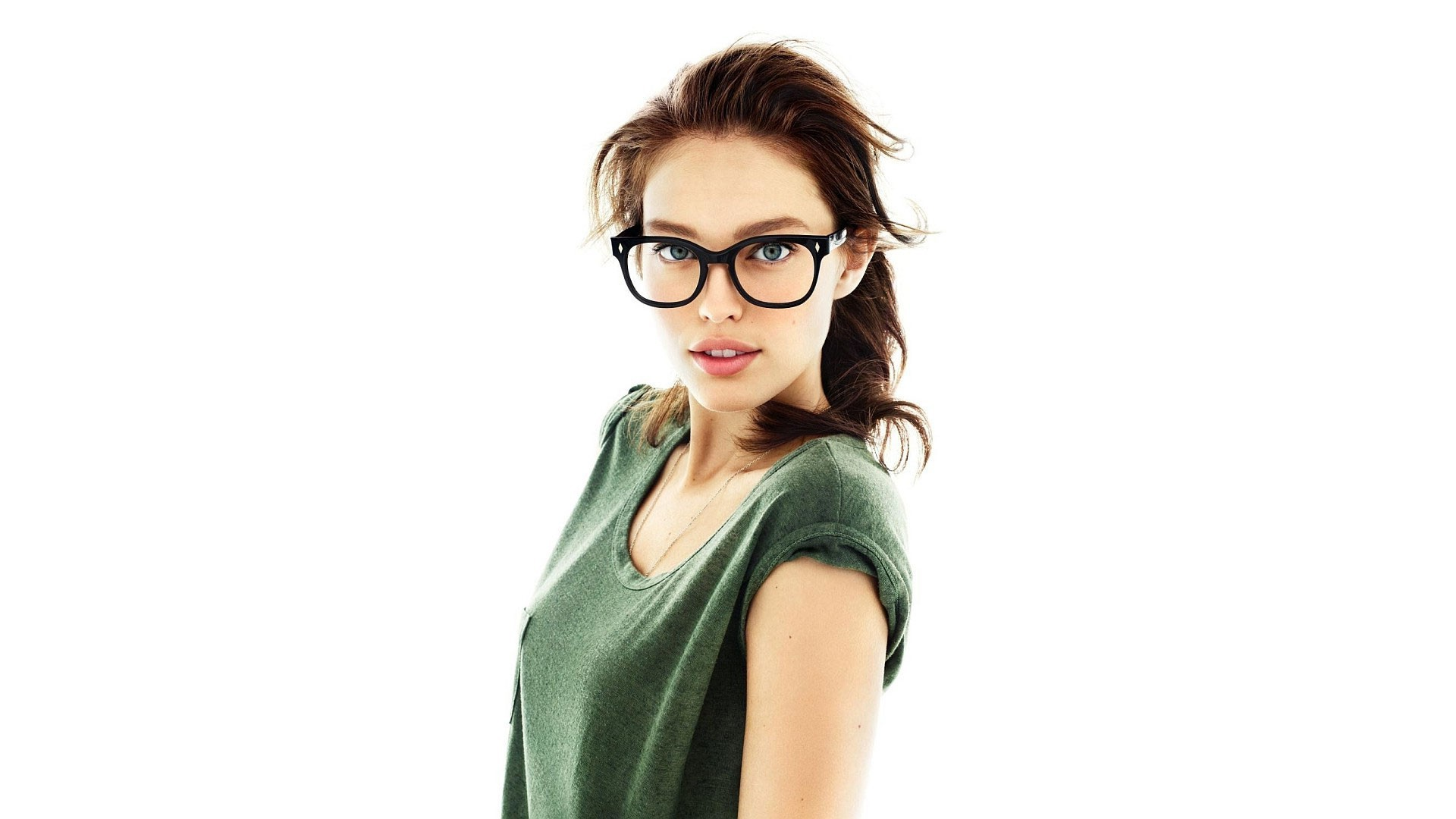 strapon Brunette glasses model