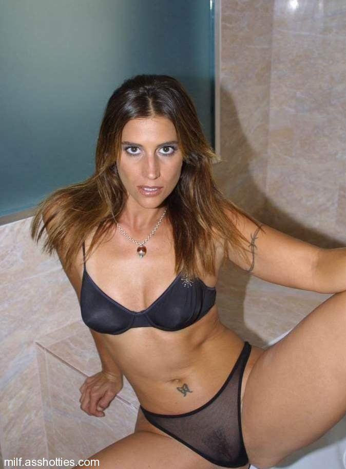 voyeur bathroom Brunette otngagged