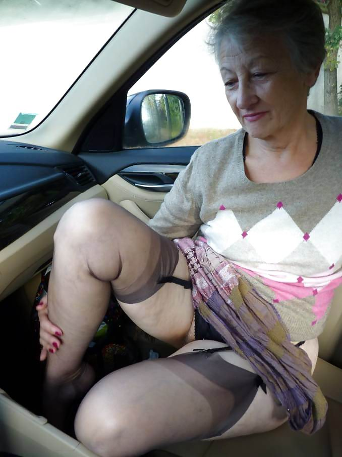Woman pantyhose short hair anal